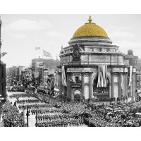 Bird's-eye view of soldiers parading in Buffalo, N.Y., Buffalo Savings Bank's Gold Dome colorized - Horizotal