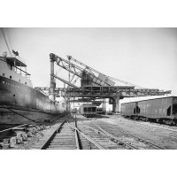 Hulett machine unloading ore
